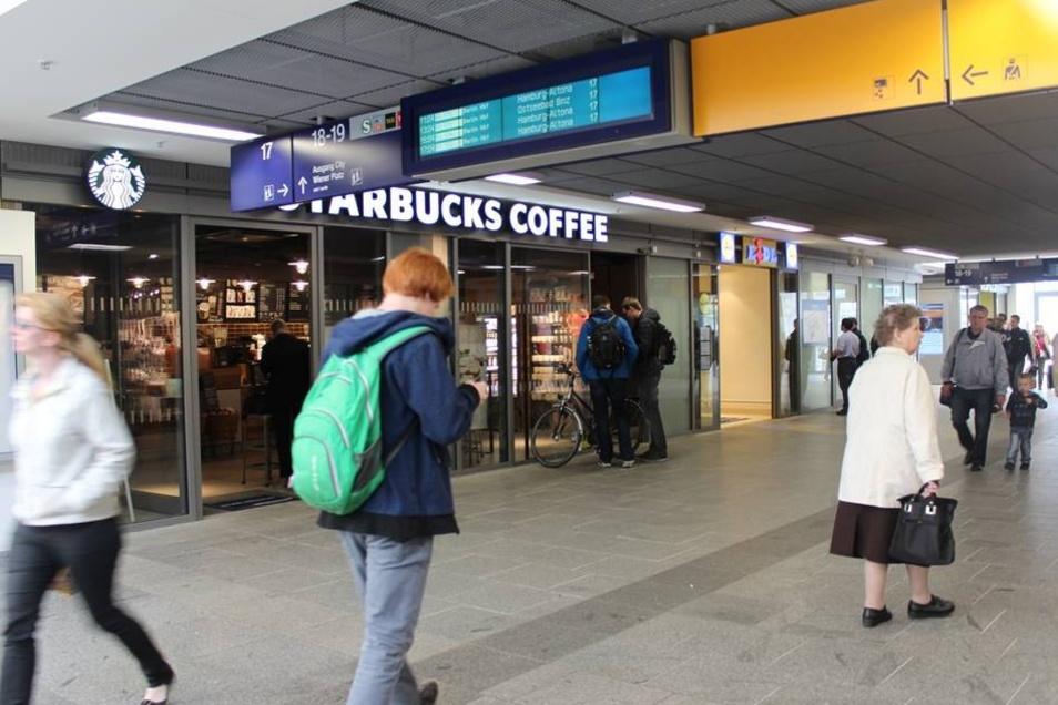 .. ein Starbucks-Café und ein Lidl.