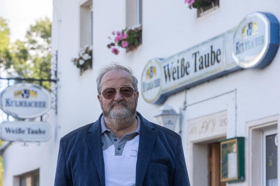 Gerd Rothländer betreibt den Gasthof Weiße Taube in Pirna-Zatzschke. Er mag seinen Job.