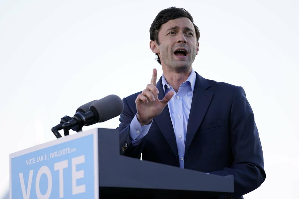 Jon Ossoff, demokratischer Kandidat für den US-Senat, spricht auf einer Wahlkampfveranstaltung.