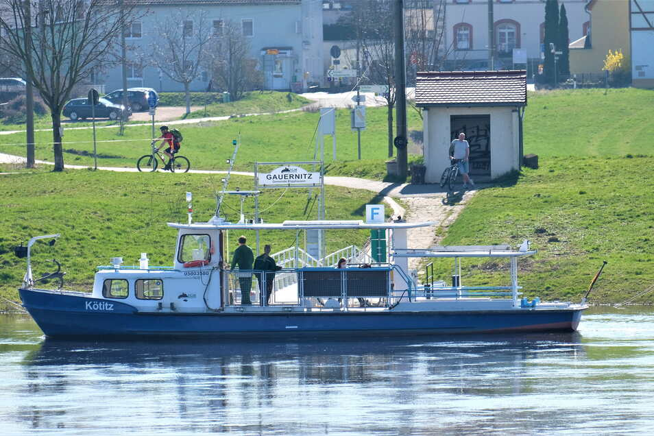 Bereits seit 1969 ist die Fähre Kötitz zwischen Gauernitz und Kötitz unterwegs. Sie entspricht nicht mehr modernen Anforderungen. Eine Flotte an neuen Fähren mit Elektroantrieb soll die Kötitz und andere alte Technik ersetzen.