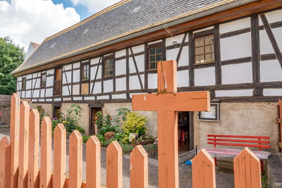Das Küsterhaus gehörte zum Pfarrgut. Mit etwa 300 Jahren ist es eines der ältesten Häuser in Mochau. Über einige Jahre war es Stück für Stück instand gesetzt worden.