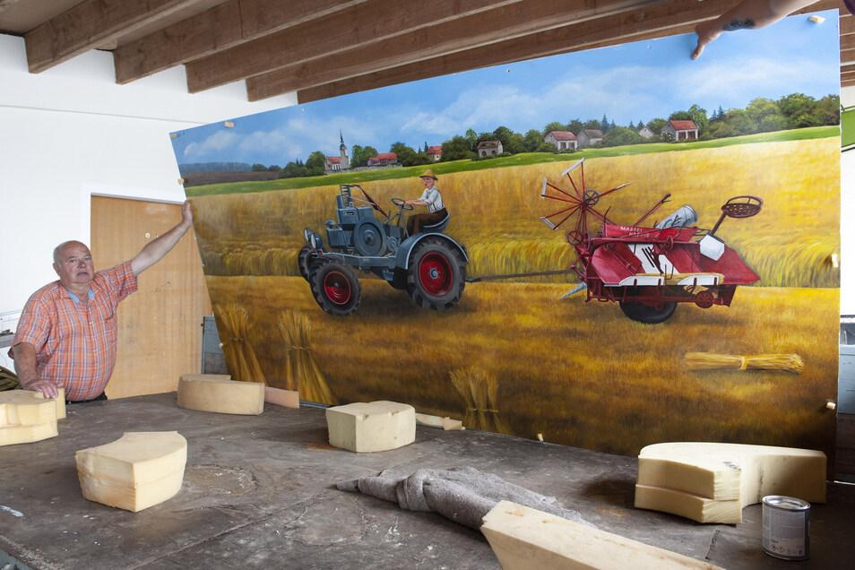 Dieses Wandbild hat Wolfgang Hoffmann bei Anett Grunwald in Böhla b. O. in Auftrag gegeben. Es zeigt seinen Vater Ernst auf einem Kramer-Traktor mit Mähbinder. Das Bild kommt an die Hausfassade.