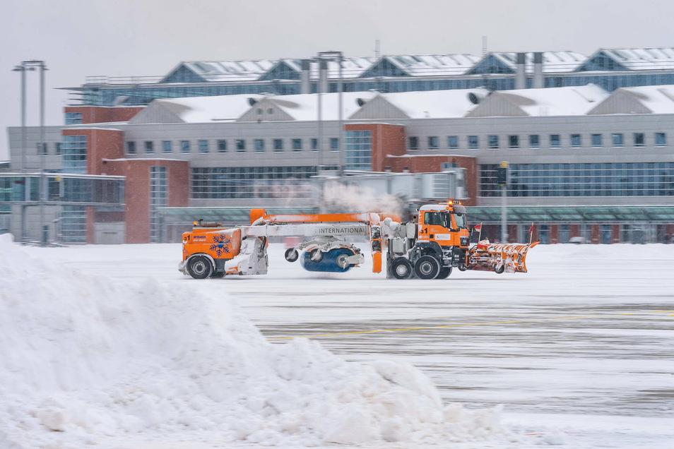Schnee und Eis lassen sich am Dresdner Flughafen relativ schnell beseitigen, eingefrorene Passagierzahlen aber nicht.
