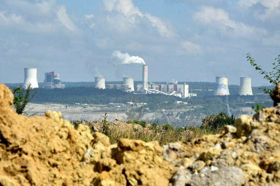 Blick auf Kraftwerk und Grube Turow.