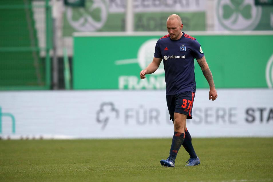 Toni Leistner hat schon wieder Pech - beim Spiel des Hamburger SV in Fürth sieht der Dresdner für eine Notbremse die Rote Karte.