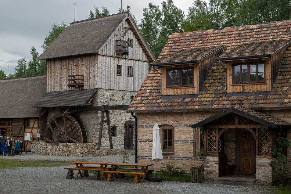 Die Krabat-Mühle in Schwarzkollm ist ein mystischer Ort. Hier erfahren Besucher viel über den Zauberjungen Krabat.