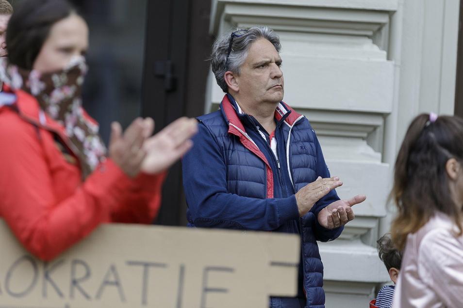 Ralph Tinzmann im Mai am Postplatz bei einer Demo, die er organisiert hatte.