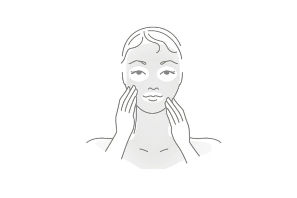 5.Den Inhalt auf Gesicht, Hals und Dekolleté verteilen und leicht einmassieren. Eine Einwirkzeit muss nicht beachtet werden. Anschließend die gewohnte Pflegecreme auftragen.