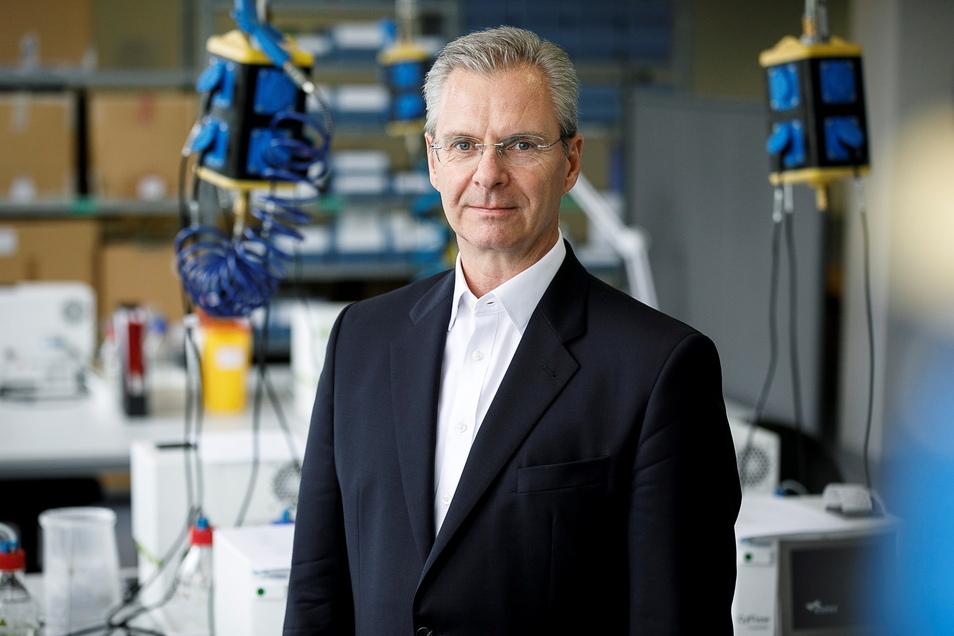 Geschäftsführer Michael Esther steht in den Produktionsräumen des Diagnostikunternehmens Sysmex Partec auf der Arndtstraße in Görlitz.