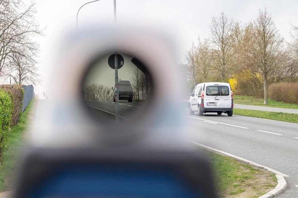 Fluch oder Segen: Kontrollen zur Tempoüberwachung gehören seit Jahren berechtigterweise zum Alltag. Die Stadt Großenhain hat ihre künftige Strategie per Stadtratsbeschluss jetzt modifiziert.