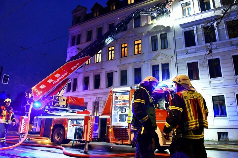 Die Feuerwehr löschte einen Wohnungsbrand in der Zittauer Straße in Görlitz.