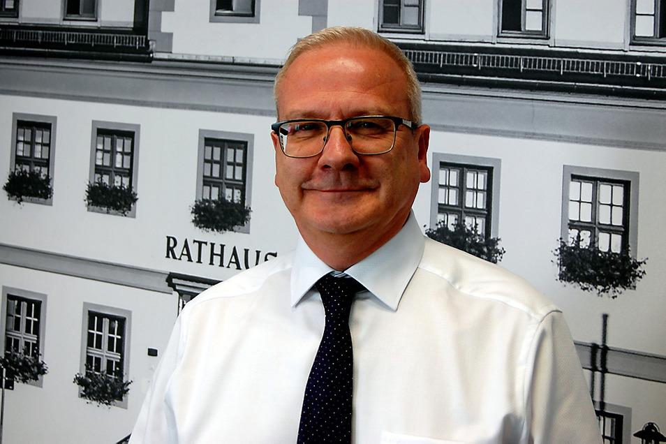 Hier steht Torsten Ruban-Zeh schon einmal vor einem Foto des nächsten beruflichen Ziels: Am 1. November möchte er als Stadtoberhaupt ins Rathaus einziehen.