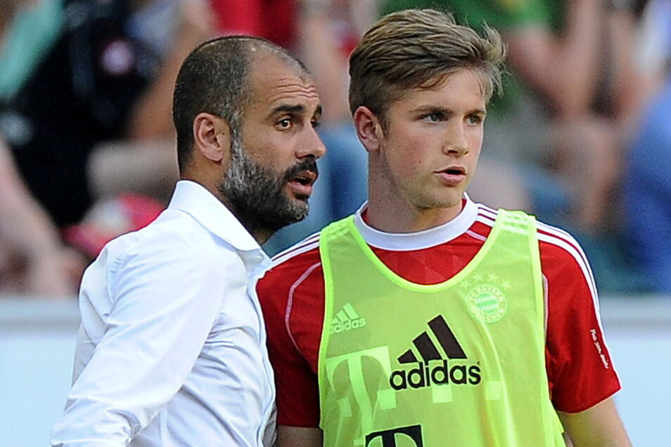 Im Telekom-Cup 2013 wurde Patrick Weihrauch (r.) von Bayern-Trainer Pep Guardiola beim 5:1-Sieg gegen Borussia Mönchengladbach in dr 50. Minute für Philipp Lahm eingewechselt.