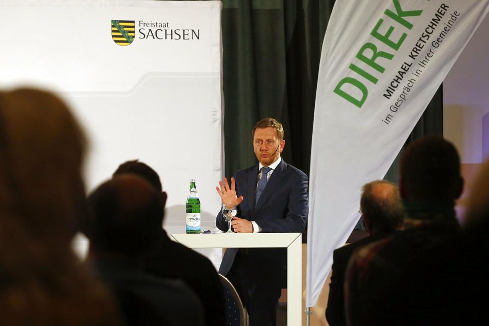 Sachsens Ministerpräsident Michael Kretschmer stellte sich am Donnerstagabend in der Gemeinde Haselbachtal den Fragen der Zuhörer.