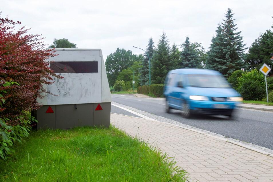 Das mobile Messgerät steht auf der Berghausstraße in Neustadt.
