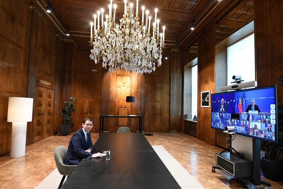 Sebastian Kurz (ÖVP), Bundeskanzler von Österreich, nimmt am Videogipfel der EU-Staats- und Regierungschefs teil und sitzt im Bundeskanzleramt in Wien.