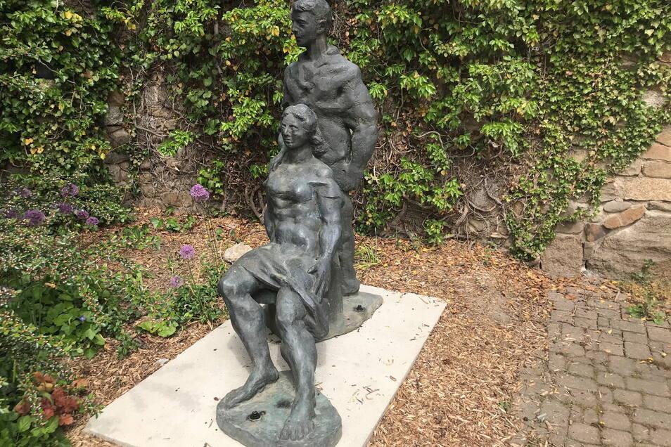 Die Skulptur steht jetzt wieder an der Löbauer Teichpromenade unterhalb der Stadtmauer.
