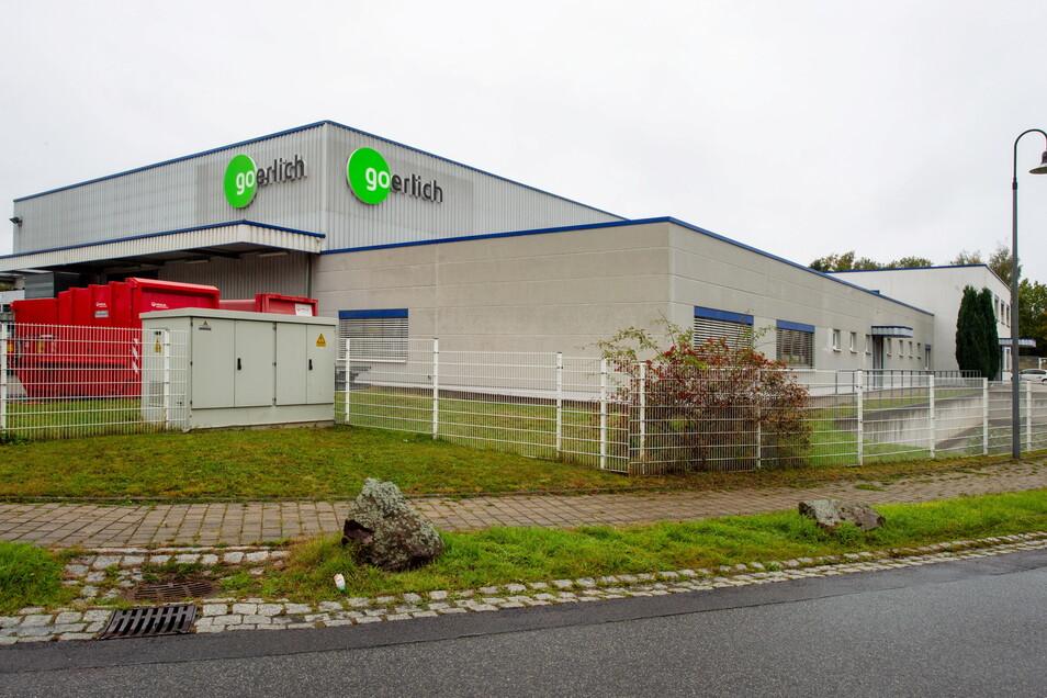 Die Goerlich Kunststofftechnik GmbH arbeitet im Gewerbegebiet Kesselsdorf Nord auf der Inselallee . Rechts und links der Halle gibt es noch Erweiterungsflächen.