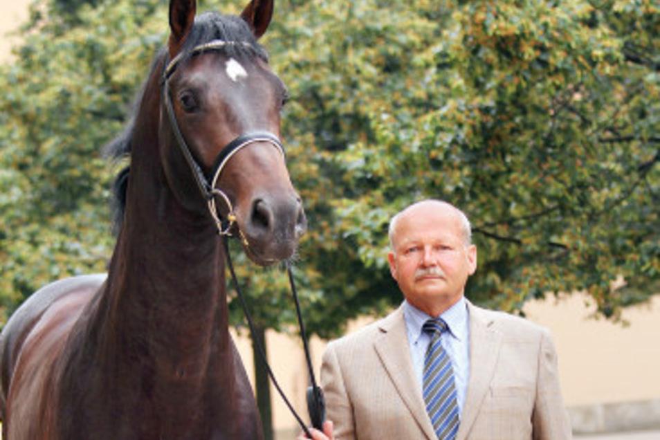 Dr. Matthias Görbert mit dem Moritzburger Hengst Courtier
