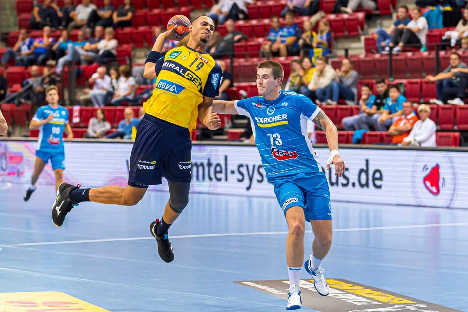Noch läuft Viggo Kristjansson (rechts) für Stuttgart auf - wie hier gegen die Rhein-Neckar Löwen. Ab der nächsten Saison läuft der Isländer wieder für Leipzig auf.