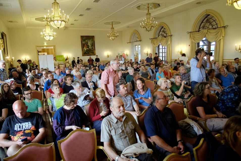 Gut 200 Bürgerinnen und Bürger waren zum Wahlforum im Hotel Burgkeller gekommen. Organisiert hatte es die Landeszentrale für politische Bildung gemeinsam mit der Sächsischen Zeitung.