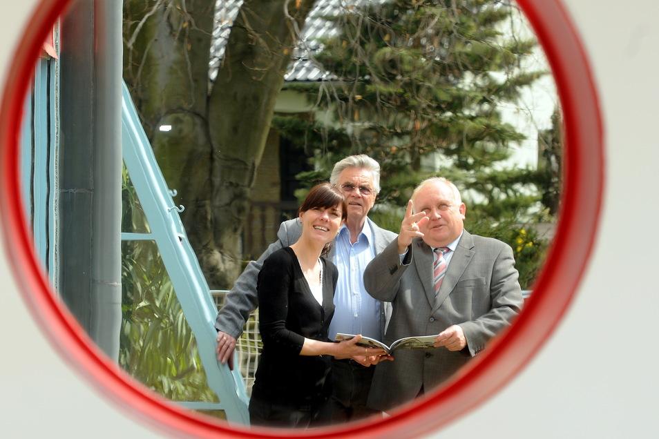Claudia Muntschick, Volker Stange und Bürgermeister Dietmar Buchholz (v. l.) im Haus Schminke. Die Zukunft dieses Architektur-Kleinodes war oft Thema in den letzten 20 Jahren.