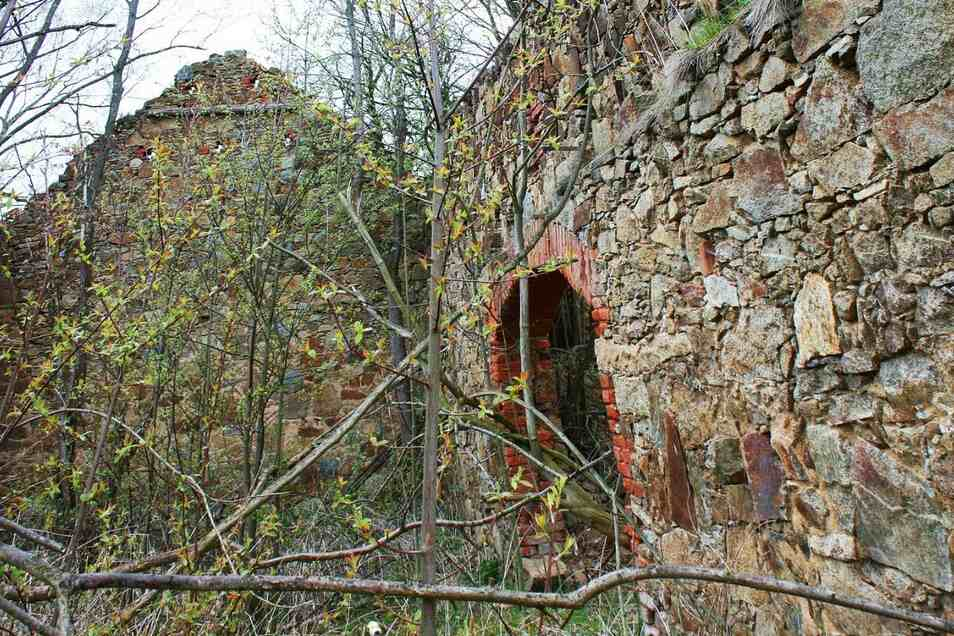 Oehlisch war einst ein Mühlenort. Heute erinnert zumindest die alte Ruine der früheren Hänschmühle noch daran.