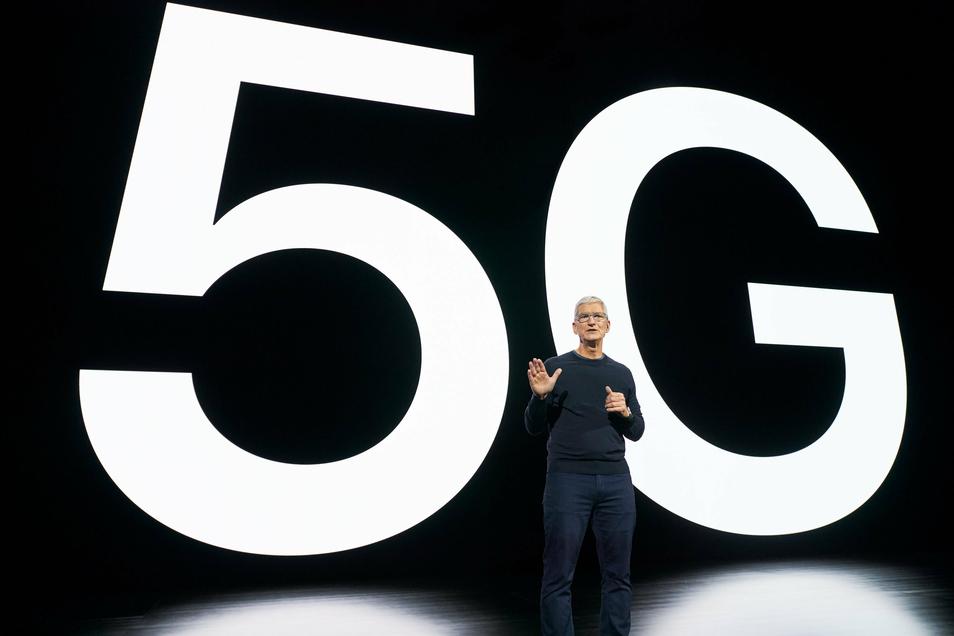 Tim Cook, Chef (CEO) von Apple, kündigt in einer Videoübertragung aus dem Apple Park in Cupertino eine neue iPhone-Generation an.