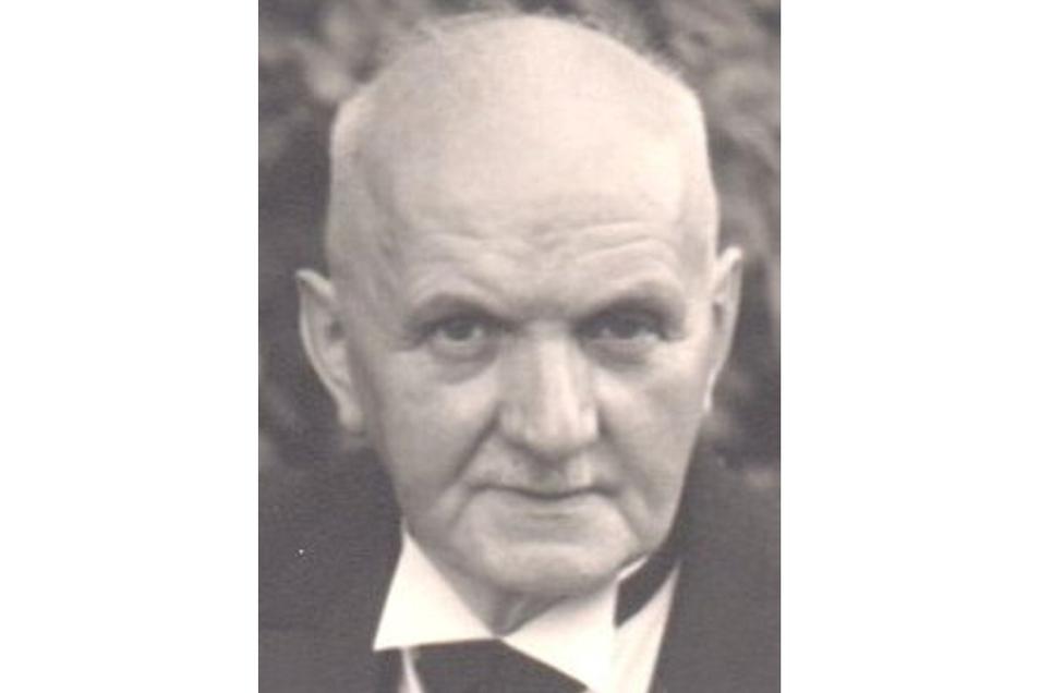 Tischlermeister Paul Siebenhaar ist der Gründer der gleichnamigen Familientischlerei. Bis zu seinem Tod 1960 arbeitete er in seinem Betrieb.