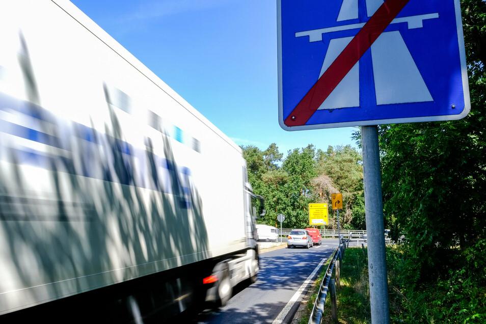 Für diese Abfahrt wollen die Radeburger eine Lösung, damit Staus vermieden werden können.
