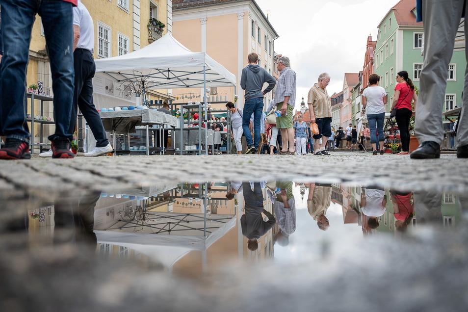 Der Tippelmarkt fand in Görlitz mit viel Regen statt. Die Waschtrog-Regatta eine Woche später fiel mit Blick auf den Neiße-Pegel und vor allem die Flut-Katastrophe in Westdeutschland aus.