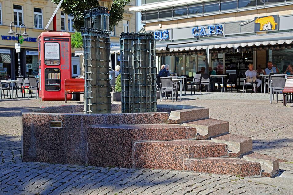Mannheimer Platz: Seit 1994 steht der Brunnen am Platz vorm Kino. Geschaffen hatte ihn der in Riesa geborene Künstler Benno Werth, der im Januar 2015 verstorben ist.