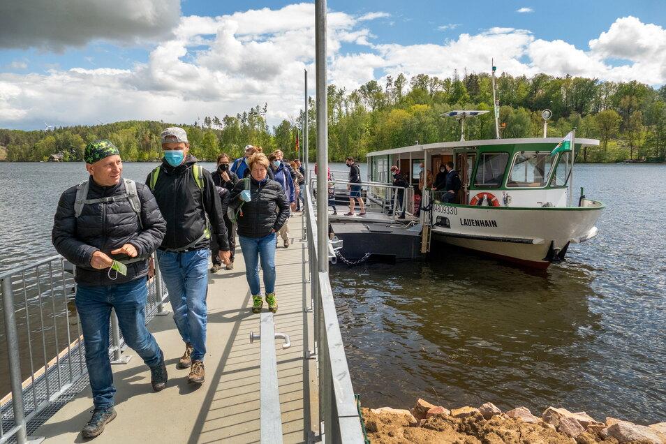 Talsperre Kriebstein: Rundfahrten durften wegen Corona nicht stattfinden. Dafür nutzten die Besucher die verschiedenen Fähren.