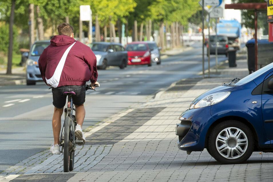 Der Fuß-/Radweg an der Rottwerndorfer Strasse, Höhe, der Ausfahrt vom PEZ, ist ein Gefahrenpunkt.