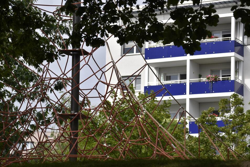 Die meisten Wohnhäuser in Gorbitz sind heute saniert, es gibt viele Spielplätze und grüne Bereiche.