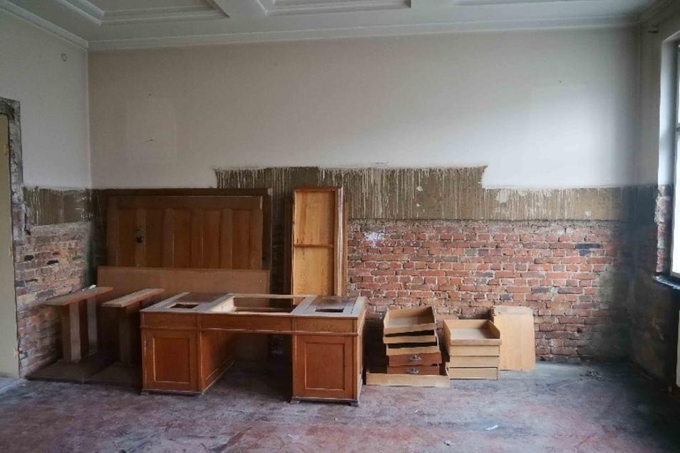 Auch der große Schreibtisch ist mit ins Depot der Städtischen Museen Zittau umgezogen.