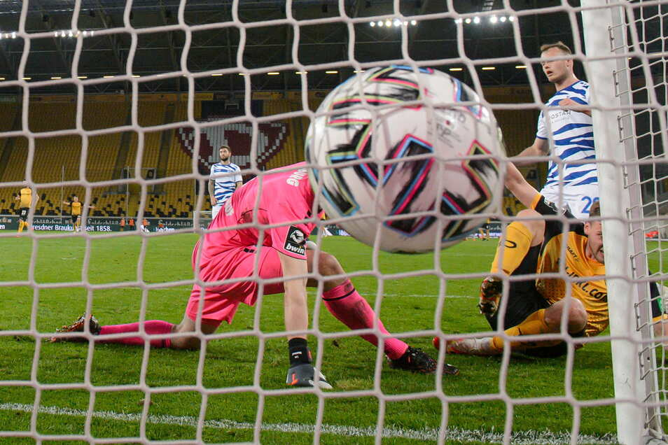 Und dann ist der Ball drin. Christoph Daferner erzielt in der 77. Minute den 1:0-Siegtreffer. Sein elftes Saisontor ist ein besonders wichtiges.