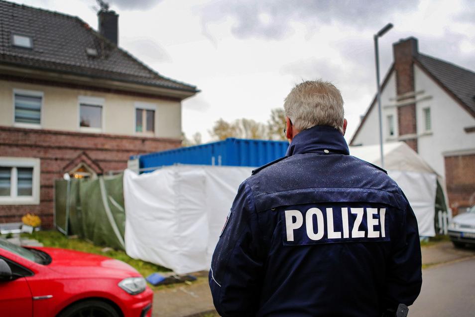 Nordrhein-Westfalen, Alsdorf: Hier wurde im Zusammenhang mit dem Missbrauchskomplex Bergisch Gladbach ein Verdächtiger festgenommen und seine Wohnung durchsucht.