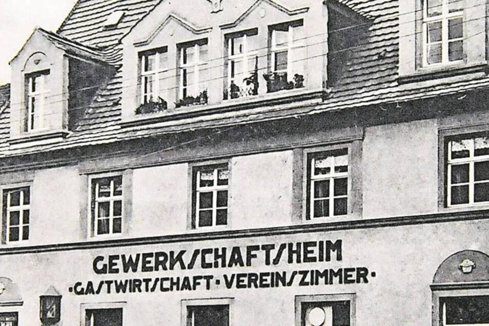 """Stammlokal der NSDAP waren früher Lischkes Bierstuben, die heutige Gaststätte Bretschneider.Das Gewerkschaftsheim, Radeburger Straße 4, war Treffpunkt der Sozialisten. Später """"Großenhainer Hof"""".Karte:Jann."""