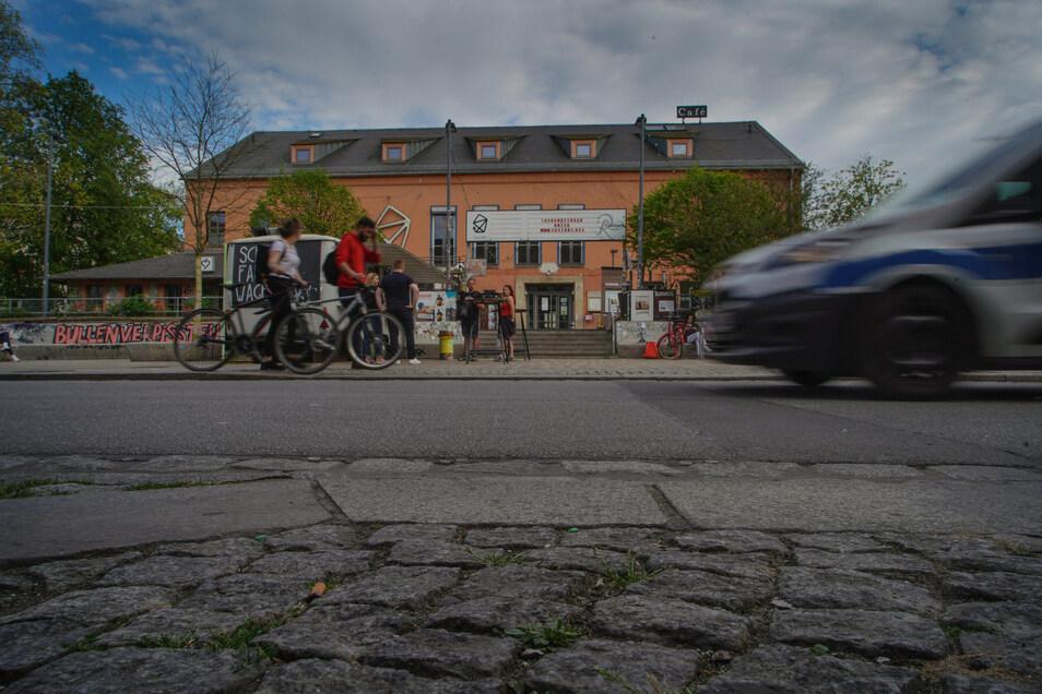 Die Scheune auf der Alaunstraße soll umgebaut werden. Der Start verzögert sich.