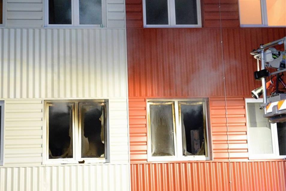 Der Raum brannte aus, der Rauch verbreitete sich im gesamten Gebäude.