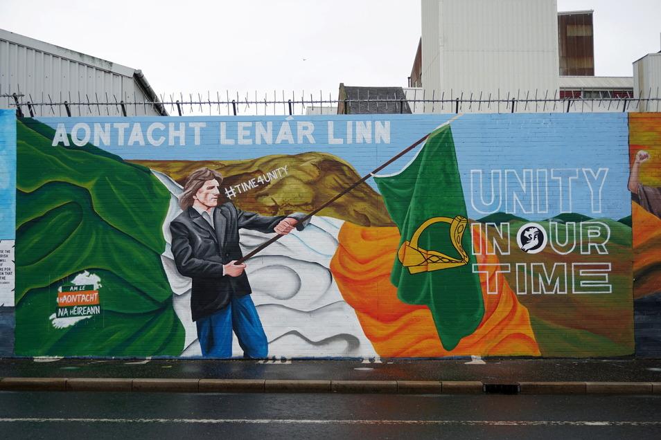 Ein Graffiti an einer der Peace Walls (Friedensmauern) wirbt in Belfast für eine Wiedervereinigung Nordirlands mit der Republik Irland.