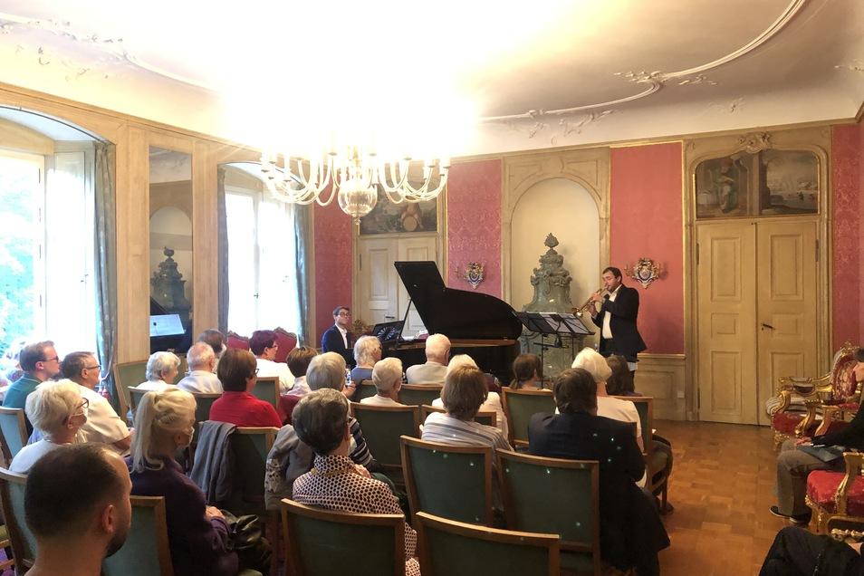 Der Festsaal von Schloss Nöthnitz wird bei Veranstaltungen für Besucher geöffnet. Beim letzten Konzert am 11. September waren Trompeter Toni Fehse und Pianist Jonas Wilfert zu Gast.