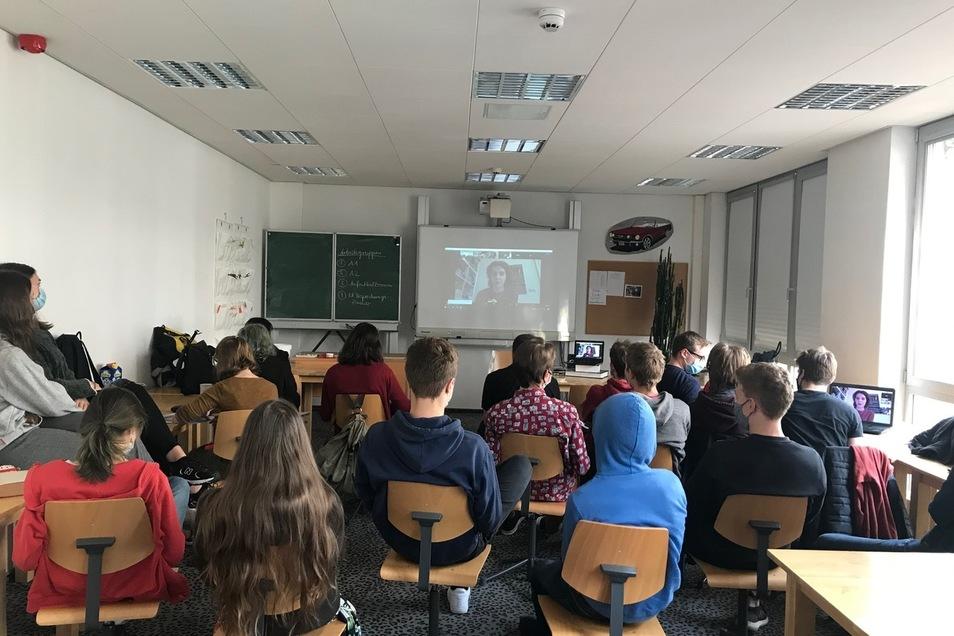 Corona-Unterricht: Dank eines Videokonferenz-Portals können die Schüler einen ganzen Workshop erleben und der Autorin Peggy Mädler Fragen stellen.