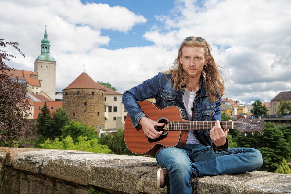 Musiker Lex Henrikson lädt dazu ein, mit ihm gemeinsam besondere Orte Bautzens entdecken.