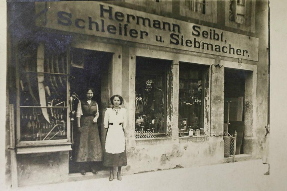 Das Geschäft der Familie um 1907 - damals noch an einem anderen Standort in Löbau.