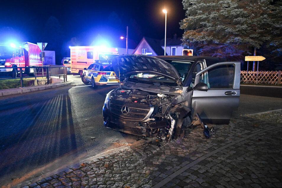 Ein 34-Jähriger ist in der Nacht zu Sonntag in Cunewalde mit einem Transporter ins Schleudern geraten.