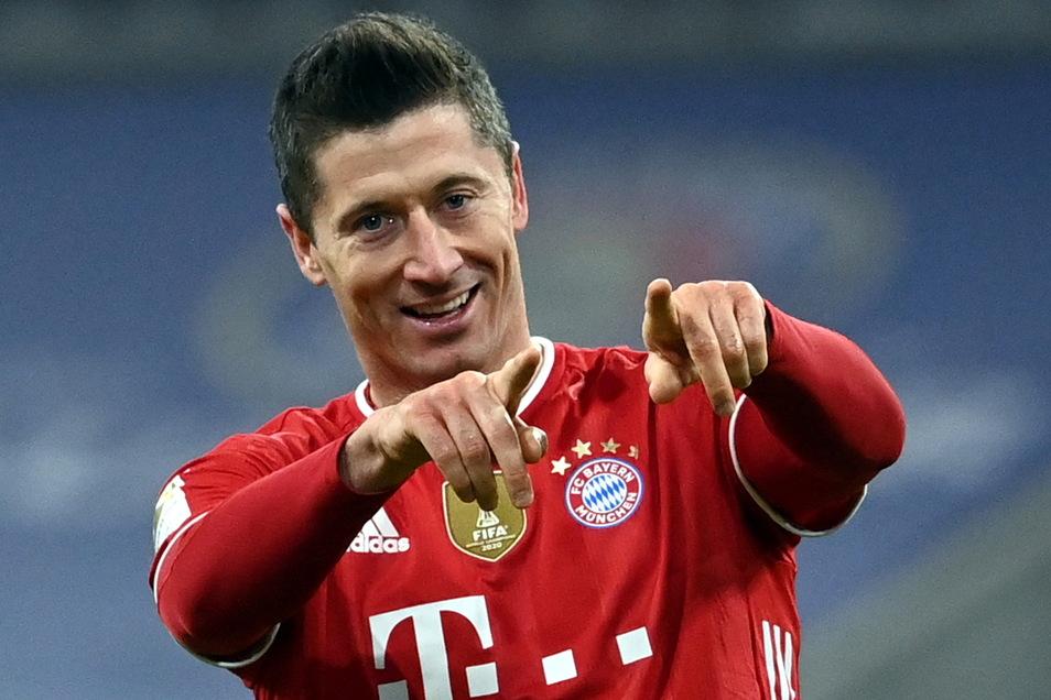 Wieder mal jubelt Robert Lewandowski. Der Bayern-Torjäger erzielt drei Treffer beim 4:2-Sieg gegen Dortmund.