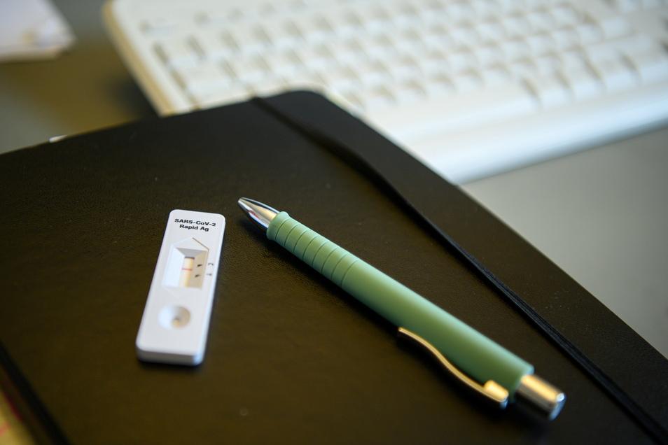 Ab sofort müssen alle Arbeitgeber in Deutschland ihren Beschäftigten regelmäßig Corona-Tests anbieten.