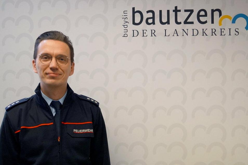 Stefan Hentschke ist der neue Kreisbrandmeister für den gesamten Landkreis Bautzen. Der 38-Jährige tritt die Nachfolge von Manfred Pethran an.